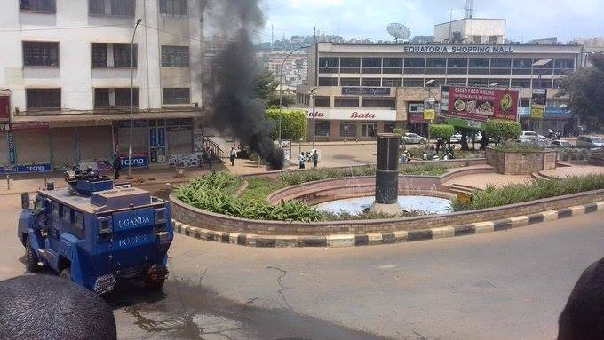 "Jonathan Ssekitondo on Twitter: ""Protests spreading from the city to as far  as 'Ku bbiri', Wandegeya as people show their dissatisfaction to @GovUganda  holding @HEBobiwine. #FreeBobieWine… https://t.co/QBR8nDdolT"""