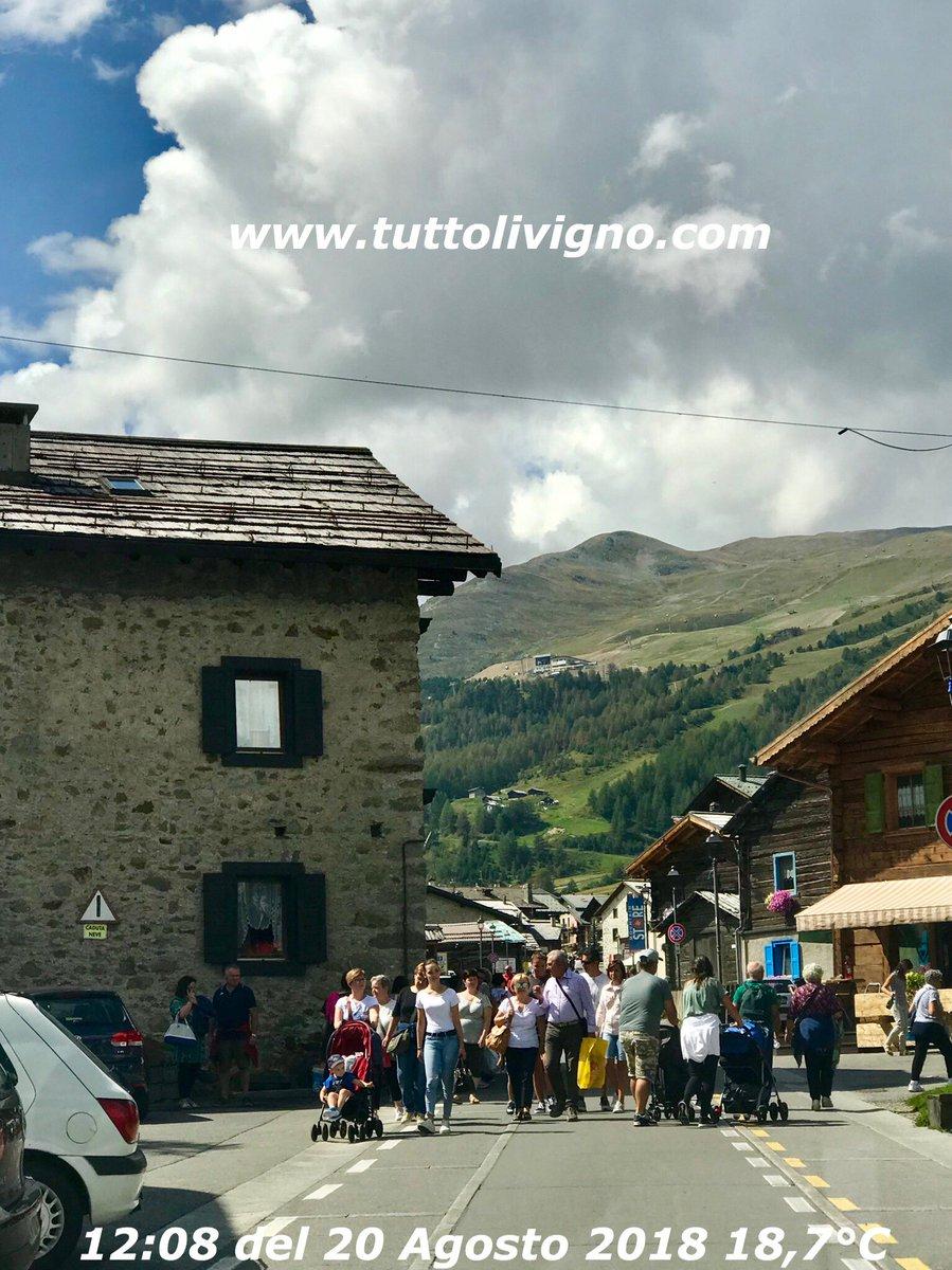 #viarin  non si passa, strada occupata, tutti con la testa altrove...  #Livigno #photooflivigno #fotodilivigno #agosto  - Ukustom
