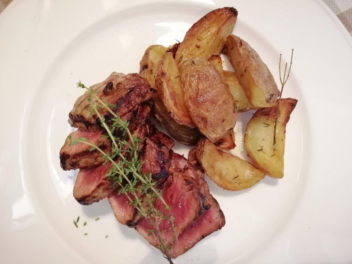 Tagliata di Fassona piemontese della macelleria Oberto di Alba, scottata alla griglia e patate all\