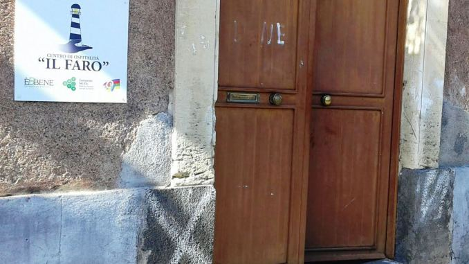 """Ci sono #notizie che non si vorrebbero mai leggere. Nel giorno di Ferragosto, ignoti hanno preso di mira il dormitorio comunale """"Il Faro"""", gestito dal #ConsorzioSolco, rubando scarpe e dvd degli ospiti della struttura, quasi tutti senza fissa dimora. http:// www.solco.coop/articolo.php?a=3820  - Ukustom"""
