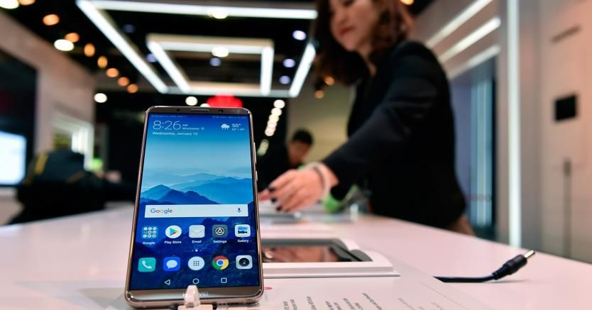 Trump mette al bando #Huawei e #ZTE: vietato l'uso di componenti cinesiIl Defense Authorization Act vieterà agli enti governativi l\