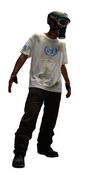 United of Nothing, ya bajunya kek gini, keren beut kan? Terus didatangi orang UN beneran diprotes, kita bilang aseeek diprotes, bisa jadi berita nih!
