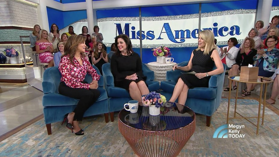 Former Miss Americas say Gretchen Carlson should 'absolutely' resign https://t.co/XjxANMn4ZQ https://t.co/ouhHo0iPMR