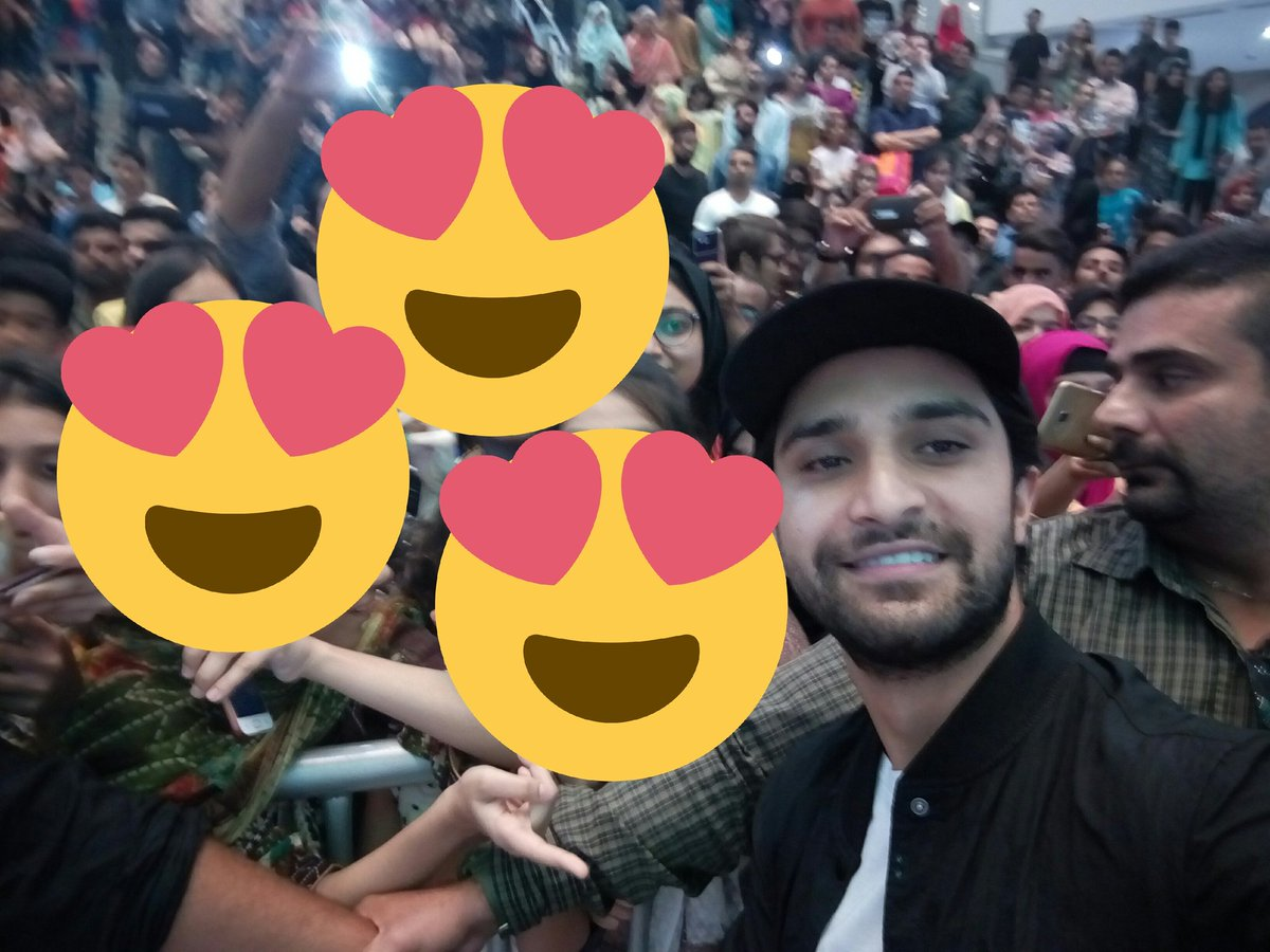 He hold my cell fone and took a selfieeee  thankyou so much @ahadrazamir   u r such an amazing person  me mziiid fan hogyi hun apki like seriously itny zbrdsst insaan hyn ap MashaAllah MashaAllah MashaAllah<br>http://pic.twitter.com/2NxgyKNh6N