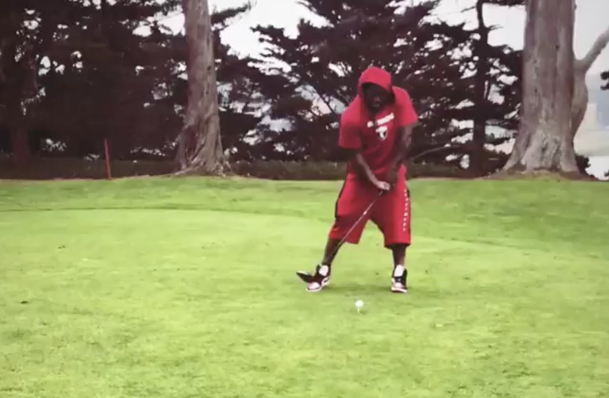 Marshawn golfing is pure comedy 😂