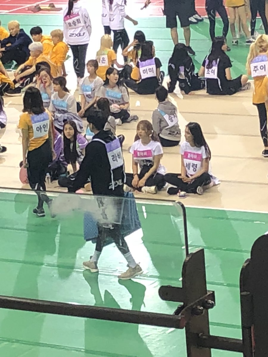 ravi brought a mat with him and went to gugudan to share said mat. he&#39;s really so caring and sweet towards his dongsaengs it&#39;s so cute. he really is gugudan&#39;s #1 hypeman.<br>http://pic.twitter.com/W0mCicwfuJ