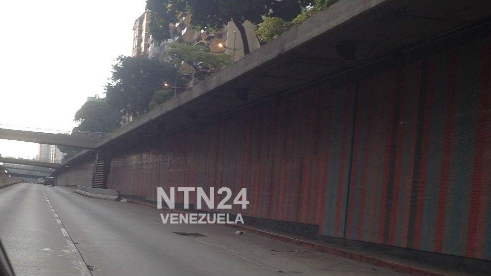 📸 [#FOTOS] Las calles y avenidas de Venezuela están desoladas y la mayoría de los comercios cerrados debido a que este #20Ago es día no laborable, medida decretada por el Ejecutivo nacional https://t.co/CnlOuqsH1H