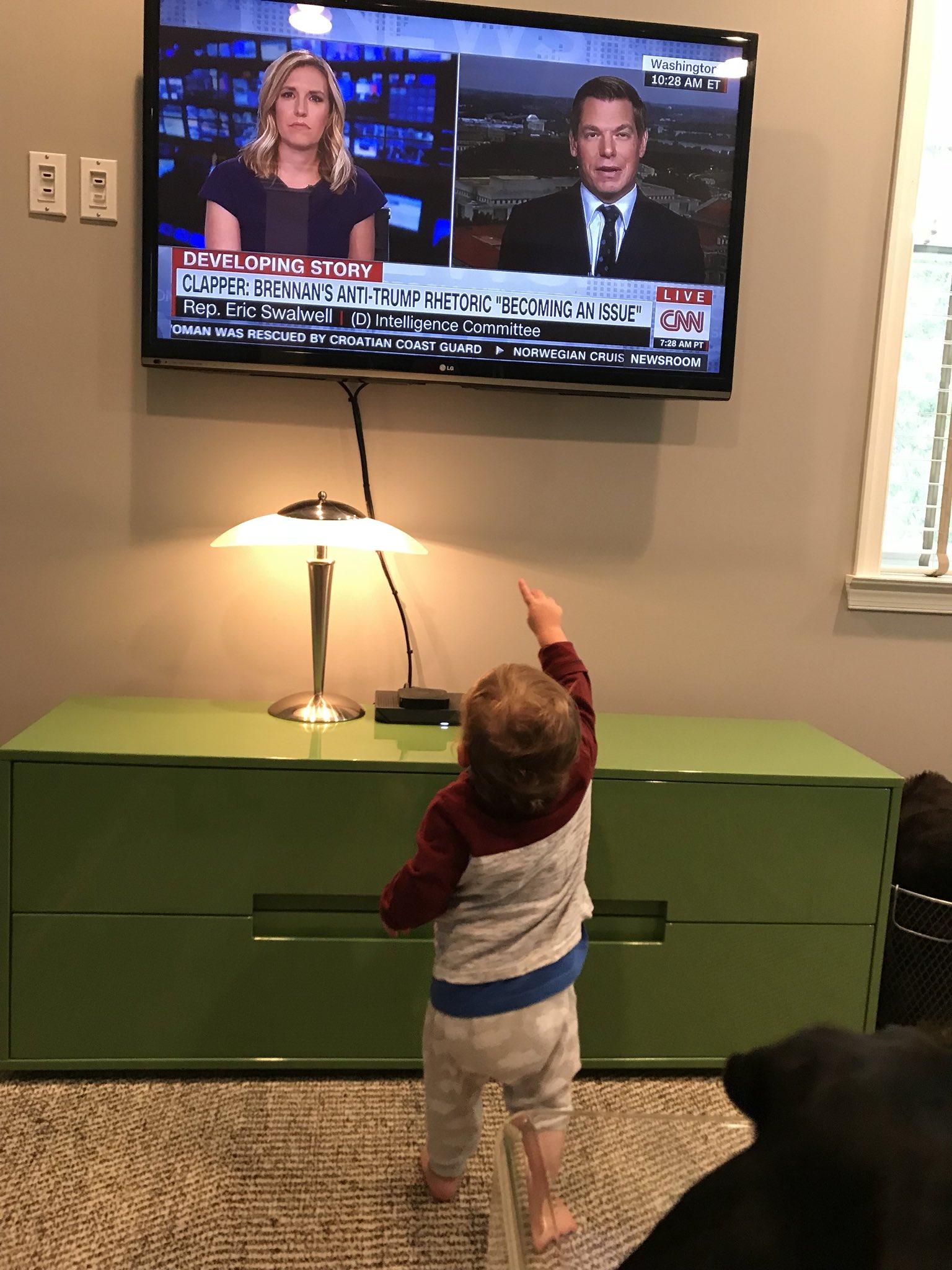 """""""Daddy is inside our TV with @PoppyHarlowCNN?"""" #TruthIsntTruth https://t.co/phrNBKBlNE"""