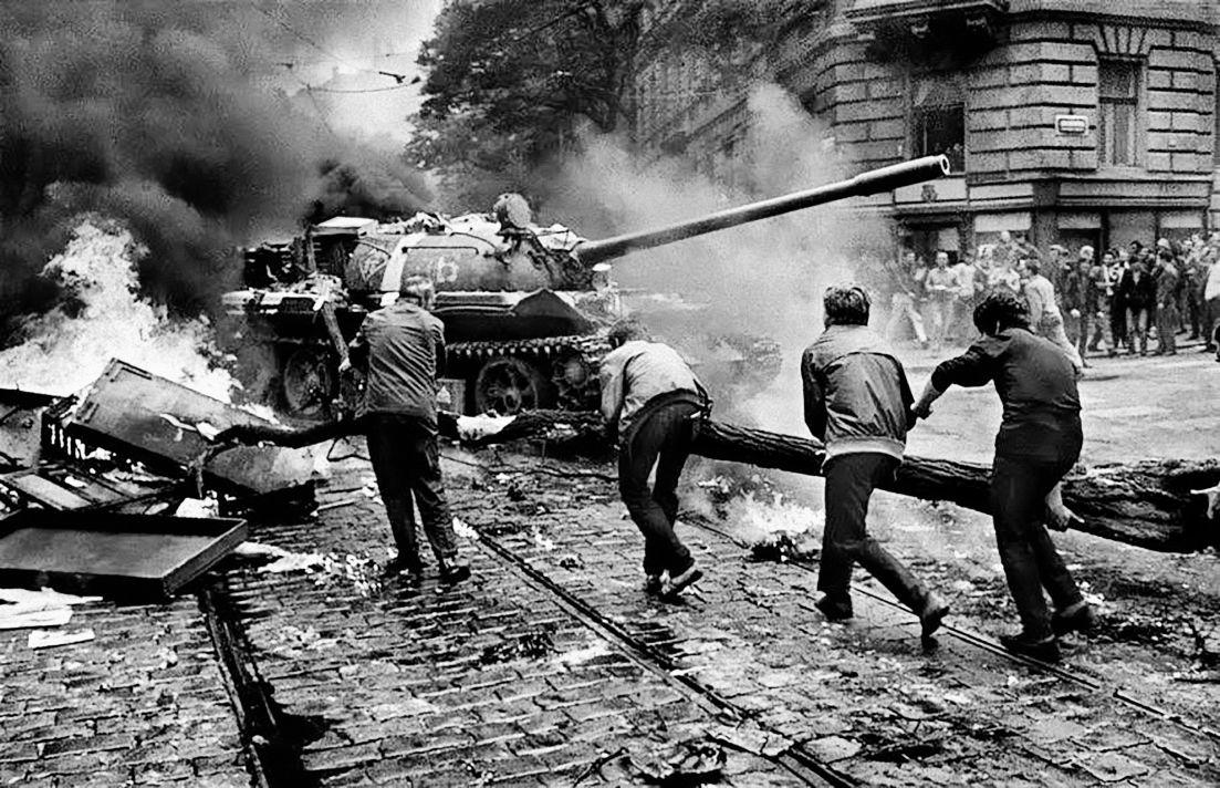 """Giliprogre on Twitter: """"Hoy se cumplen 50 años de la invasión de  Checoslovaquia por parte de la Unión Soviética para aplastar la Primavera  de Praga. 137 checoslovacos murieron luchando por la libertad"""