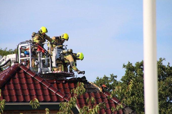 s'Gravenzande. Brand betrof woningbrand boven verdieping waarschijnlijk slaapkamer. Inzet hoogwerker. https://t.co/vUAijcdeRj