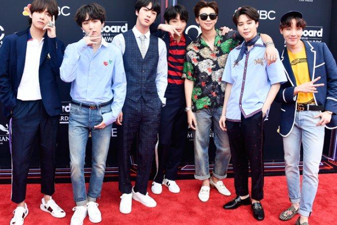 K-Pop na maquiagem? Fã cria looks inspirados no BTS https://t.co/ireQ4vtWFp