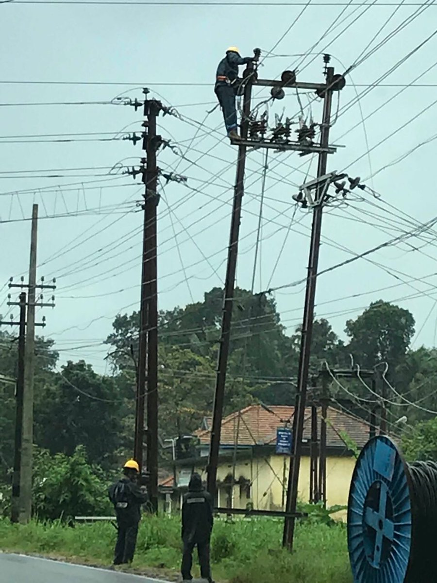 """The Most Thankless job in Kerala now!! They risk lives to restore power. And it is either """"their fault that there is no power"""" or """"power could be restored sooner """". Our brave KSEB linemen are working tirelessly, often with heavy rains complicating their work (behind the scene) <br>http://pic.twitter.com/qwfJQCshld"""