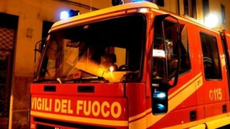 Adolescente segnala incendio in casa, salvi i familiari - https://t.co/H0DLoaFUFK #blogsicilianotizie