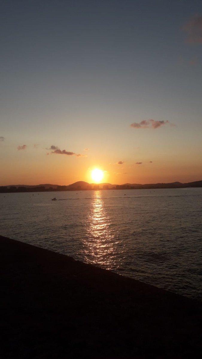 Buenas tardes a todos 😎 #Atardecer #sunset