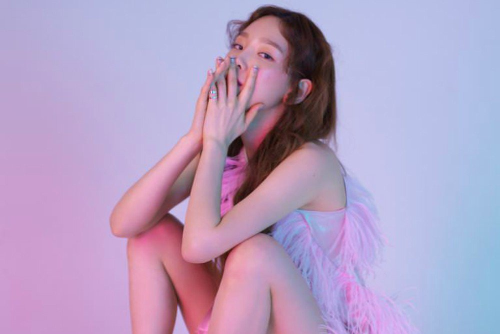 Taeyeon hints at the release of Girls&#39; Generation&#39;s official light stick   https://www. allkpop.com/article/2018/0 8/taeyeon-hints-at-the-release-of-girls-generations-official-light-stick &nbsp; … <br>http://pic.twitter.com/VCZkzV4ZPn