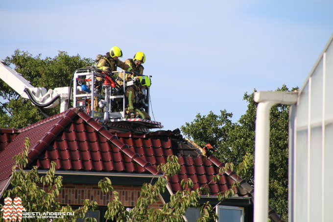 Korte dakbrand aan de Oostduinlaan https://t.co/eXwJ1zWCku https://t.co/9cQHpedZZo