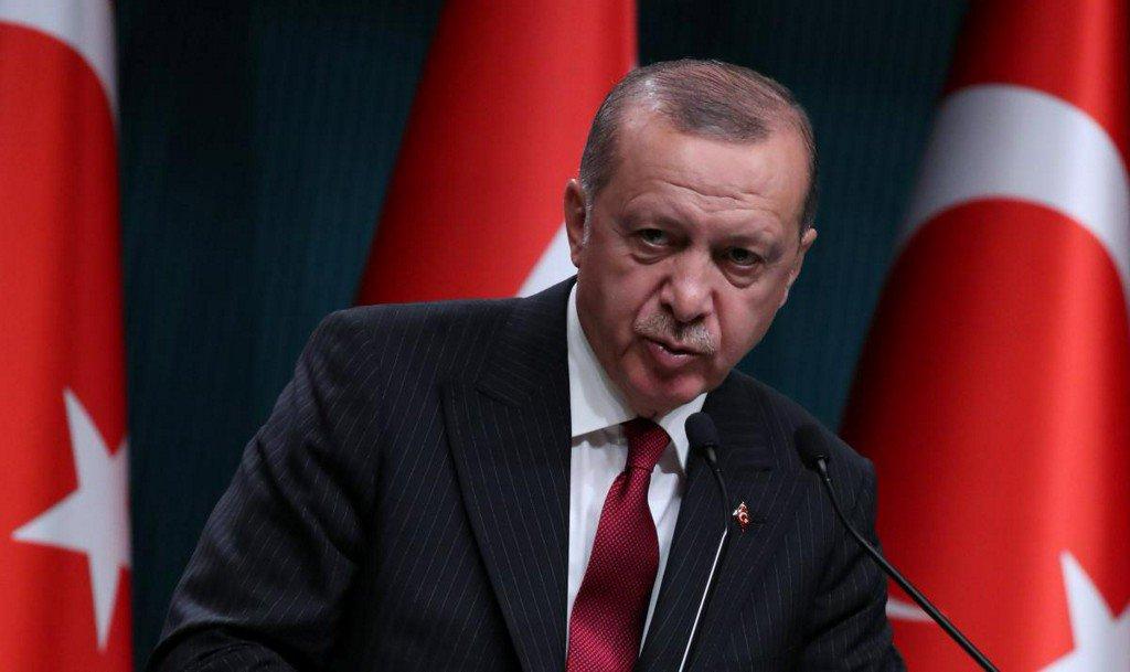 Erdogan invokes patriotism, Islam as lira remains under pressure  https:// reut.rs/2BtaEva  &nbsp;  <br>http://pic.twitter.com/ADDgEIWZ96