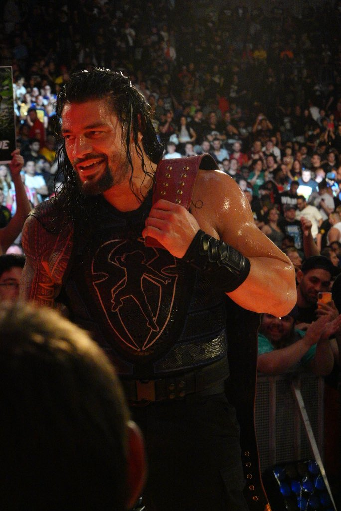 Universal Title deserved a fighting champ and now that it has got one, it never looked so beautiful @WWERomanReigns ❤