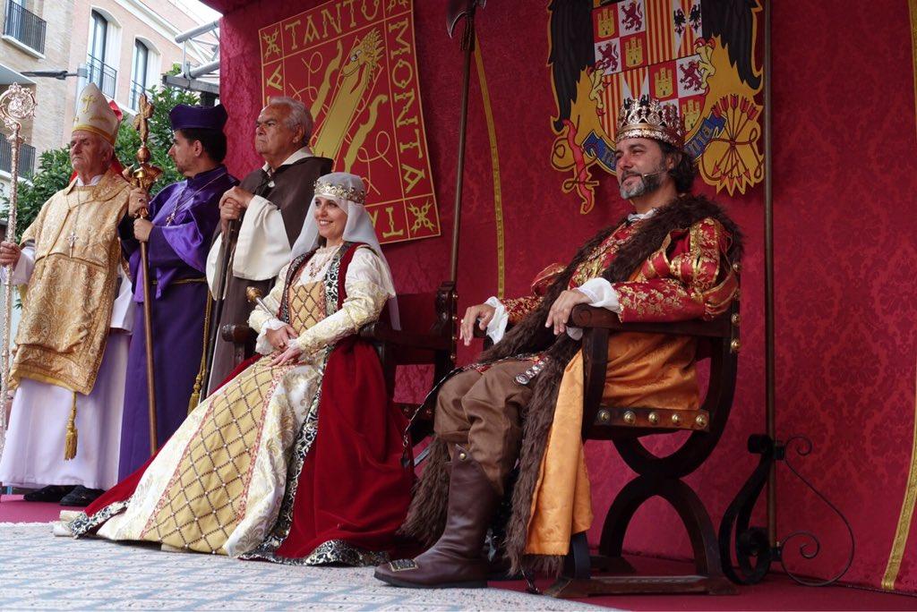 Esta tarde ha recorrido el centro de la ciudad la cabalgata histórica que conmemora la entrada de los Reyes Católicos en #Málaga en 1487 #FeriaMLG
