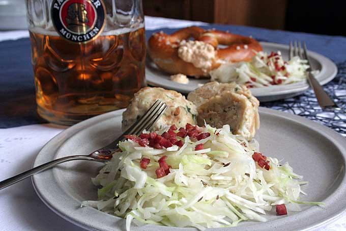 Bavarian Cabbage Salad with Bacon https://t.co/LRlHHl0gUc #BaconLoversDay #Oktoberfest #Germanfood https://t.co/bMxBwo3Hw7
