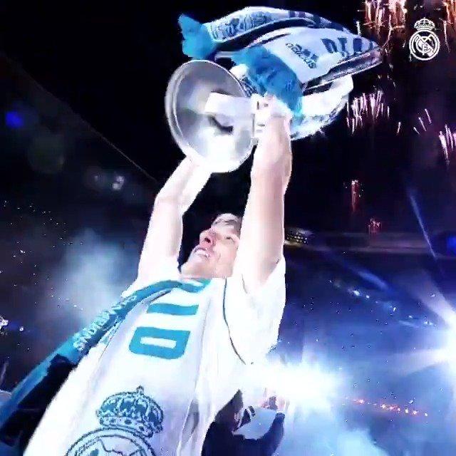 👏 La temporada 2017/18 de @lukamodric10: 🏆 Champions League 🏆 Mundial de Clubes 🏆 Supercopa de Europa 🏆 Supercopa de España 🇭🇷🥈 Subcampeón del Mundial 🇭🇷🏅 Balón de Oro del Mundial #HalaMadrid