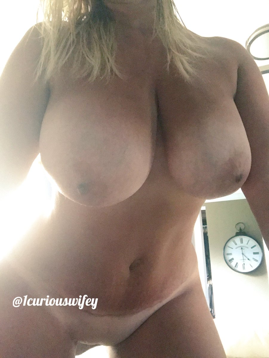 It's 4:30 and I'm sooo ready to f**k, who wants to make me cum on this #moanmonday?!😈😘 #CDNBeauties #BBG #SoMilfy #MomBodSquad #HotChickClique #KCCO #chivette #naughtywife #bi #canadianmilf #hotwife #bigboobs #pussy #blondbombshell #itsfucktime #cumplaywithme