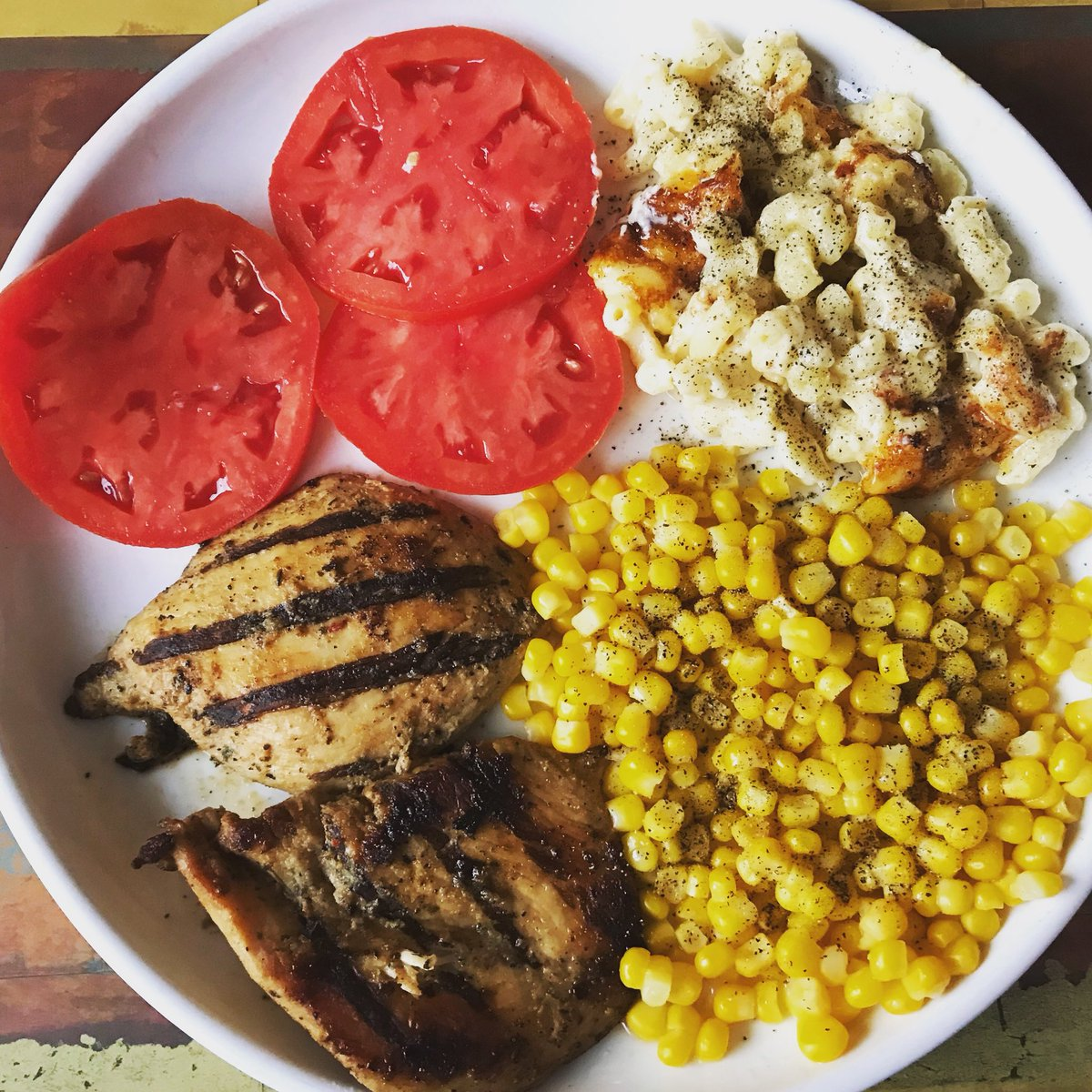 Summertime dinner done! No green? No problem! #grilledchicken #corn #tomatoes #macandcheese courtesy @sbaker550 #smilinyumcam @ArumsFoodFotos