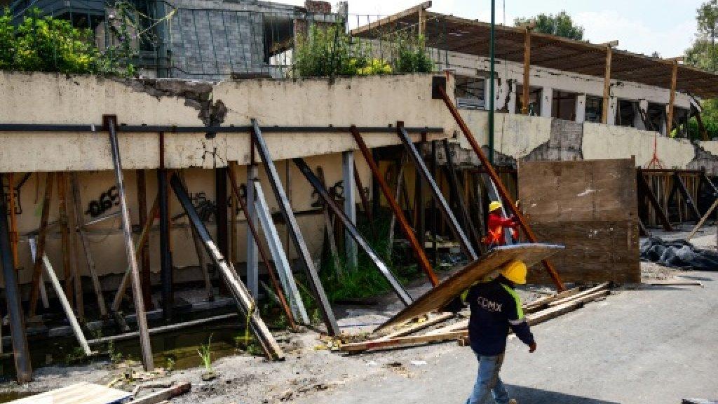 Mexico City starts demolishing quake collapse school https://t.co/rMB8efQ8ld