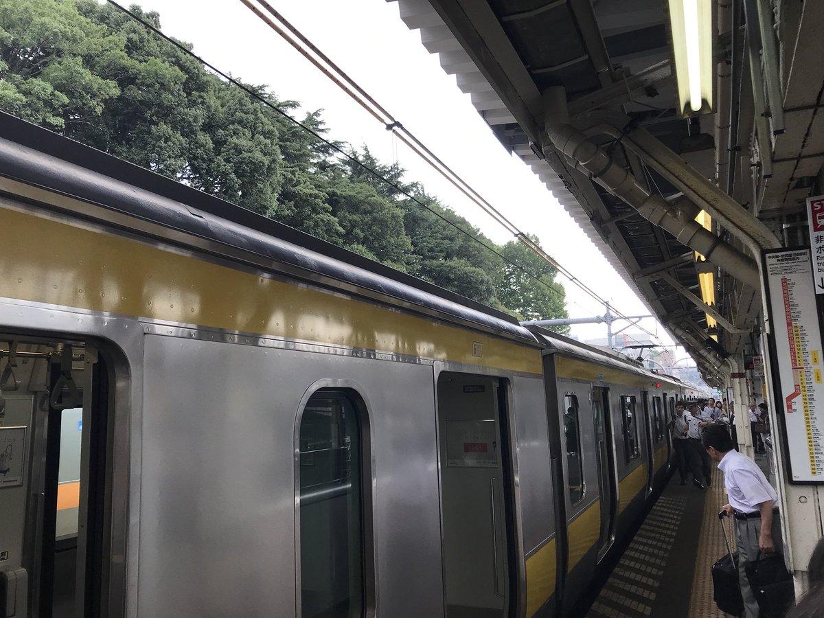 総武線の千駄ヶ谷駅で爆発する車両故障が起きた現場の画像