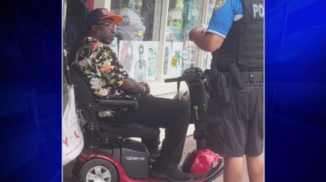 Motorized scooter rider arrested for wallet theft at Miami Beach Whole Foods https://t.co/KyPv3ZUgOH