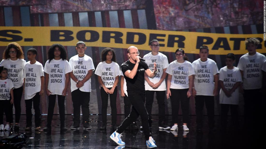 Rapper Logic used his time on stage at the MTV Video Music Awards to spotlight immigrant families and protest the Trump administration's immigration policy that led to the separation of thousands of families https://t.co/Unc6mOg60N