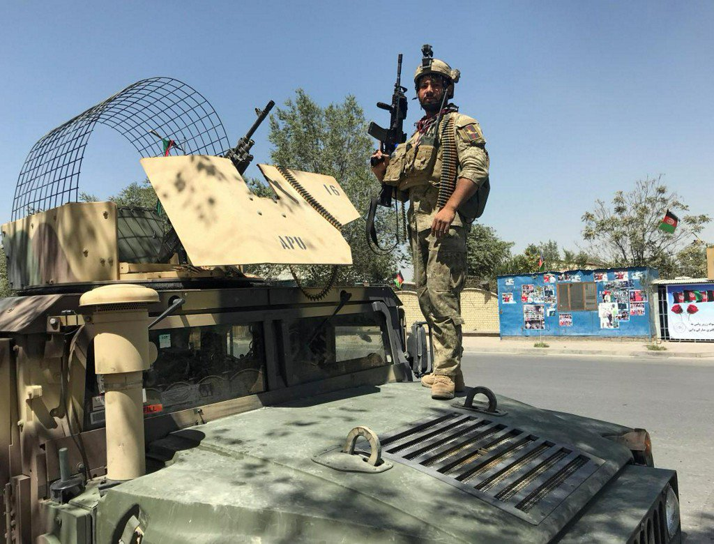 Several blasts heard in Afghan capital Kabul https://t.co/mIbJD7io99 https://t.co/EZIUxaEfDl