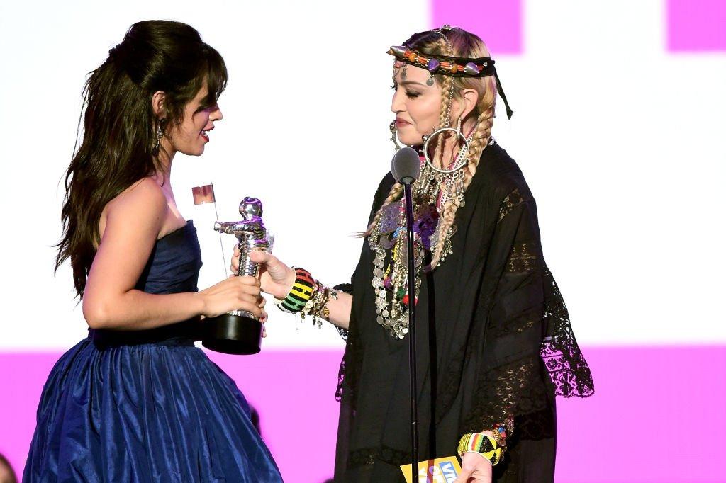 Y el Vídeo del Año es... ¡Havana, de Camila Cabello con Young Thug! (y se lo ha dado Madonna) #VMAs @Camila_Cabello huffingtonpost.es/2018/08/20/tod…
