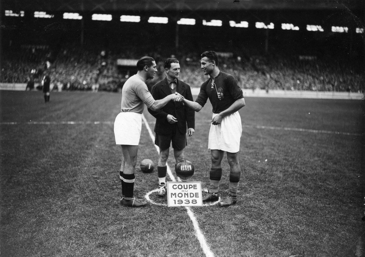 #OnThisDay in 1979, the world said goodbye to one of the greatest Italian footballers of all time. Giuseppe Meazza won the #WorldCup twice, scoring ten goals in the process 🇮🇹🏆🏆 In this photo from our archive, he is shaking hands with Sárosi before the 1938 Final #RIP🕯️