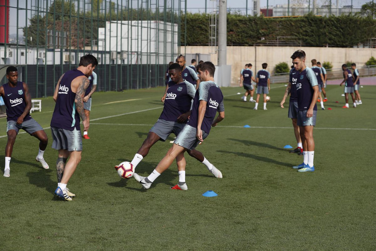 تدريبات الفريق الأول 21-08-2018 DlHAY7XWsAASHaq