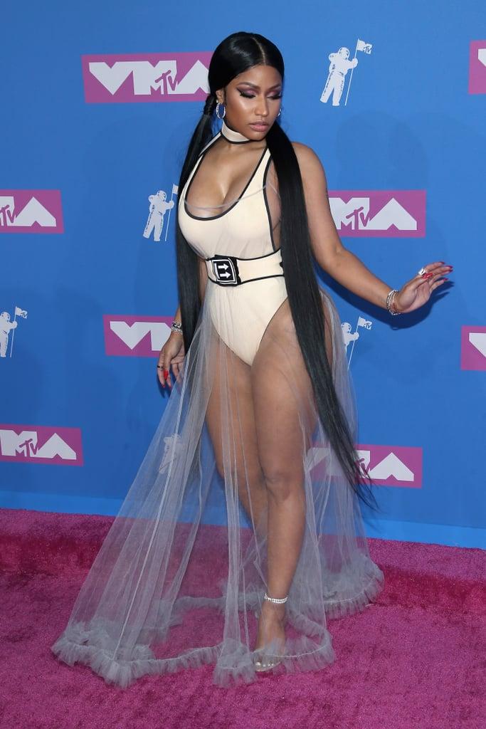 Który outfit z #VMAs?  #RT Nicki Minaj #FAV Iggy Azalea https://t.co/aPZyu5KqFt