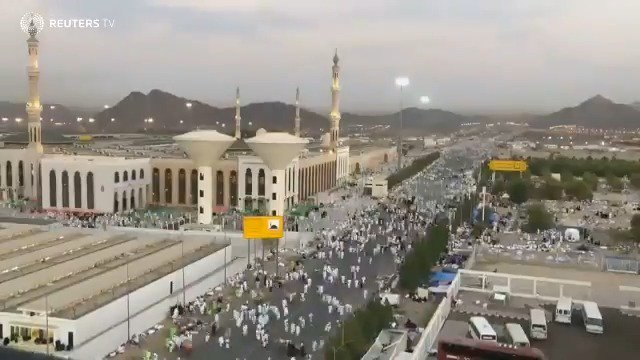 Muslim pilgrims gather at Mount Arafat for haj https://t.co/yfmKdIz6Bq via @ReutersTV https://t.co/Z6BIgjf6Yd