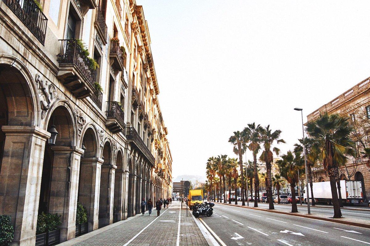 ¿Te gustaría conocer #Barcelona ?😍 En @Ibis_Castell tenemos todo lo necesario para que disfrutes de una de las ciudades #Europeas más visitadas 🌍 https://t.co/gm6R9JfEaZ