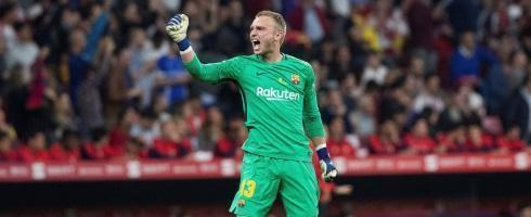 884618d98 Manchester City may make  emergency signing  move for  FCBarcelona  goalkeeper Jasper Cillessen following Claudio Bravo injury  MCFC ...