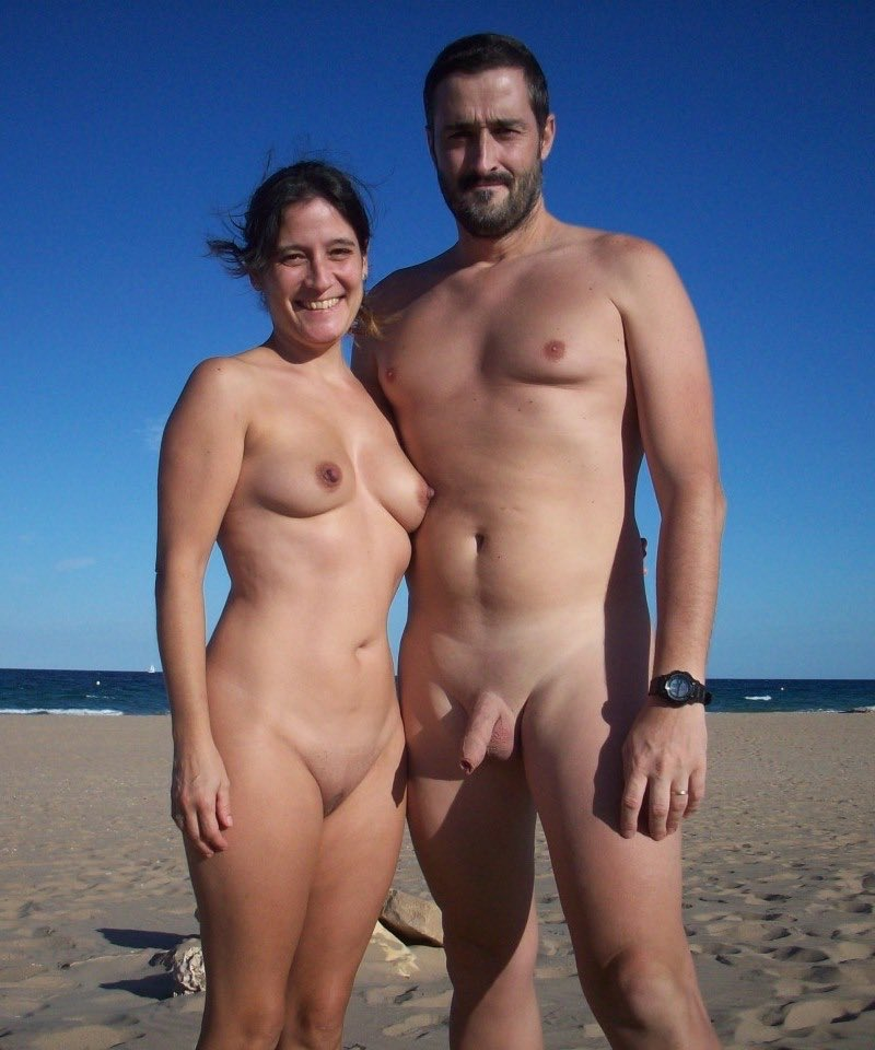 Nude beach bunny sucking two cocks in a threesome