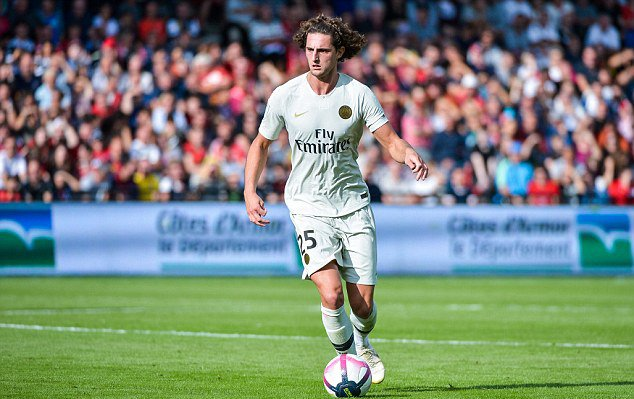 La Liga giants ready to pay £45m for PSG star Adrien Rabiot as they look to strengthen midfield options dailym.ai/2BvmAwn