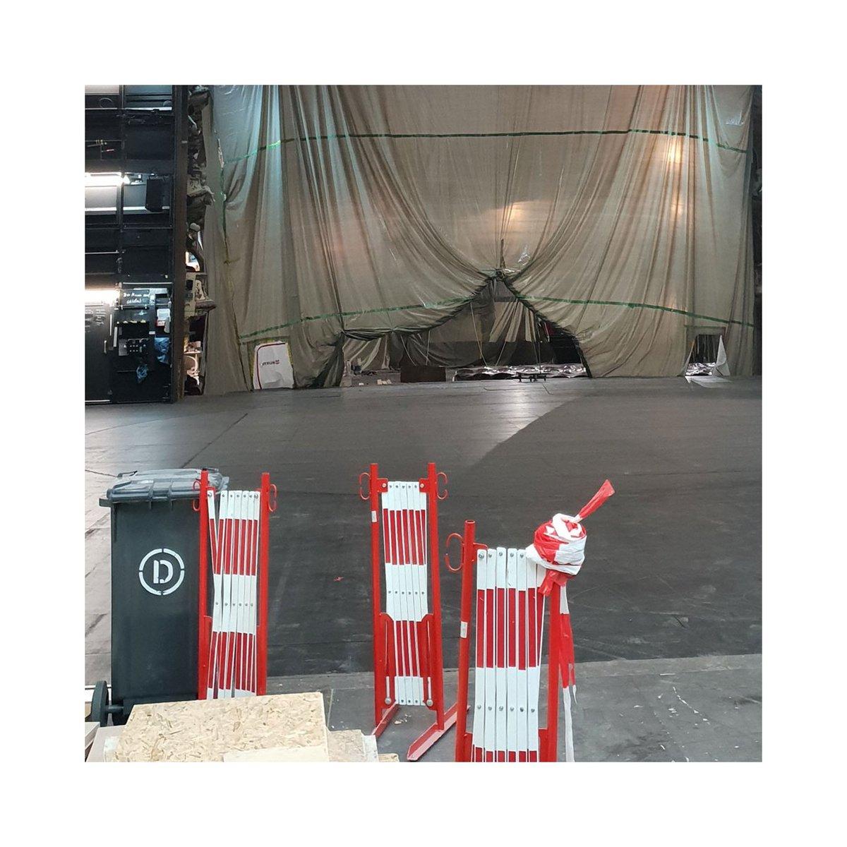 test Twitter Media - Die Rampe ist von der Bühne, der Kran aus dem Saal .... Läuft ganz gut bisher. Für mehr Baustelle schaut doch mal bei Instagram 🙂 @schauspielhaushamburg #unserlebenisteinebaustelle #aufbrucharbeiten #schauspielhaushaushamburg #hamburg https://t.co/1OHqeFsgtQ