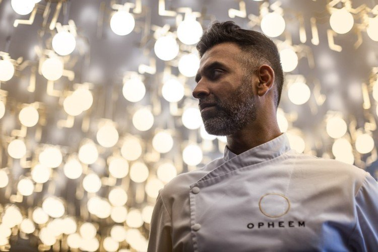"""""""I want to start the fight to keep space for independents"""": @aktarislam is back on the #Birmingham food scene: http://bit.ly/2Bt1hf1"""