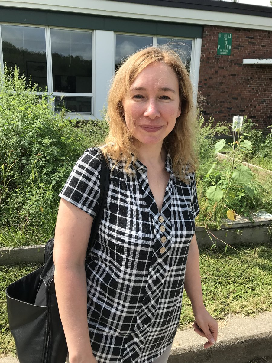 The new GPS Director of Food Services, Eliza Calkins, came to visit #DSFC today. She was excited to hear of all our gardening/ orchard work and it was great hearing her desire to use our crops for lunch! 🥕🥔🍏🍑 #EatLocal #eathealthy #freshfood #foodeducation @Super_GPS