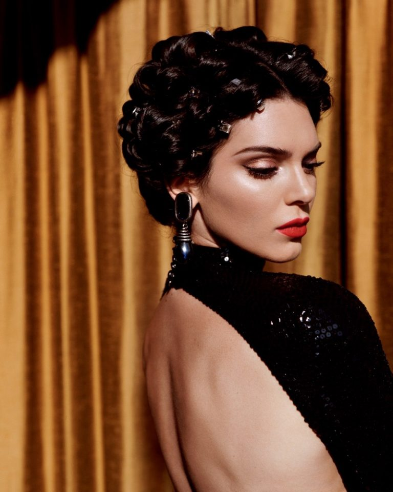 ดราม่า Kendall Jenner นี่เดือดจริงไรจริง สะเทือนไปทั้งวงการนางแบบเลย หลังจากที่เคนดัลให้สัมภาษณ์ใน Love Magazine ฉบับครบรอบ10ปี เนื้อความประมาณว่า ระดับเคนดัลแล้วไม่เคยเดินแฟชั่นโชว์ซีซันละ30โชว์บ้าบออะไรเหมือนที่นางแบบคนอื่นทำหรอก https://t.co/5LE4m7lgED