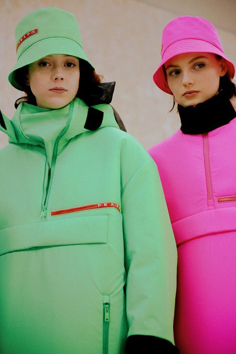 Prepare yourself: neon is about to be everywhere. Here's why: dazeddigital.com/fashion/articl…