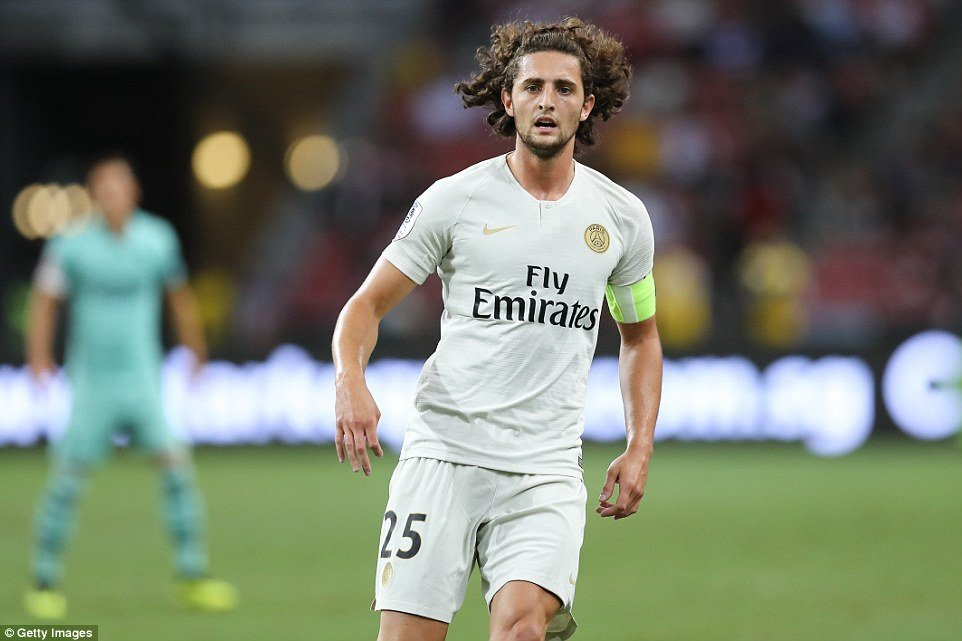 Joaquín Maroto (AS journalist): Real Madrid will go for Adrien Rabiot who is a solid candidate to replace Kovačić but despite reports of a deal with FC Barcelona, the situation could change. [Deportes Cuatro]