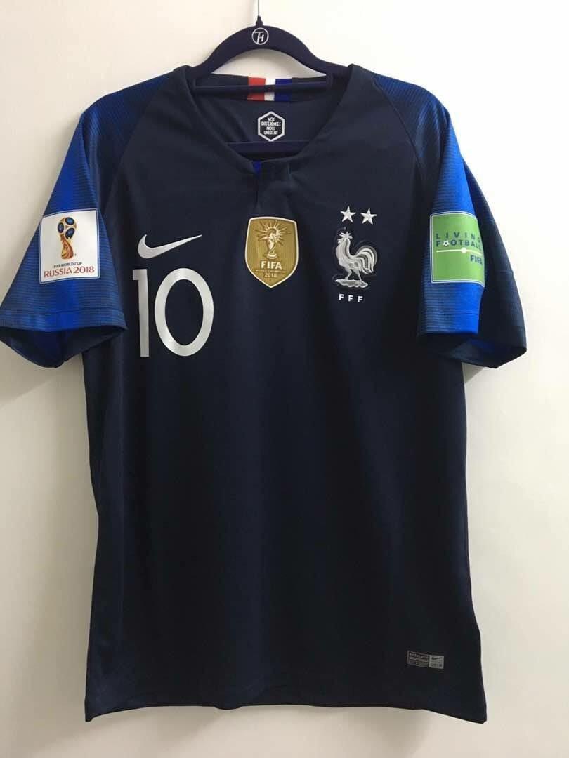 Voici le maillot de Kylian 👉🏻 RT simplement pour le gagner. Tirage ce week-end ⭐️⭐️ #France 🇫🇷 #Mbappe