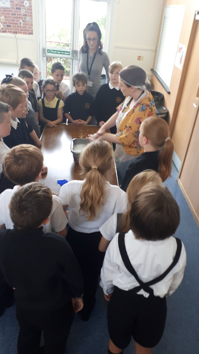 Thanks @MrsJForsytheTPS for organising and running #FoodEducation lessons for P4-7 this morning. Here with P4s @MissRussellTPS & P6s @MrsKennedyTPS 🧀💦🖐😀