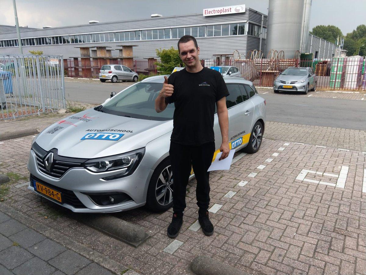 test Twitter Media - Damian Eiff gefeliciteerd met het behalen van je rijbewijs. https://t.co/bYuqlyxLJt
